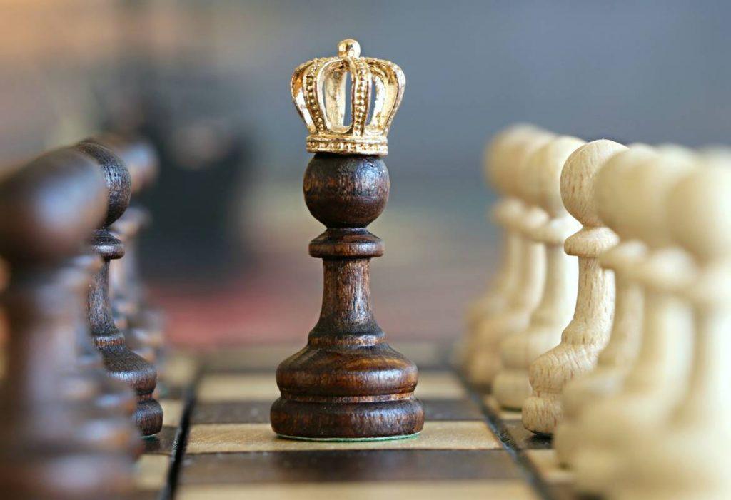 pionek szachowy na planszy